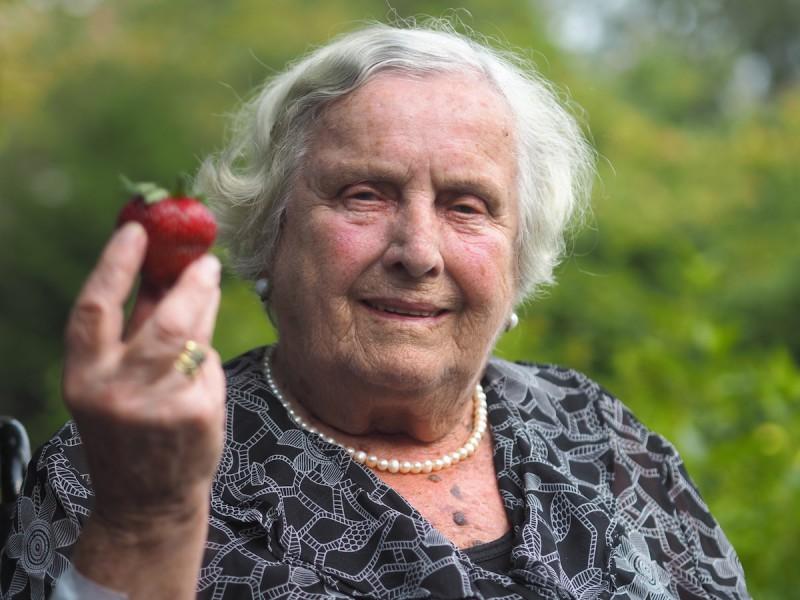 Lebensqualitaet im Pflegeheim Erdbeere 800x600